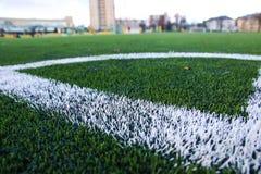 Vitband på fotbollfält spain för lägerhörngalicia kick utbildning arkivfoto