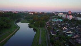 Vitbarivier in de stad van Vitebsk bij zonsopgang stock video