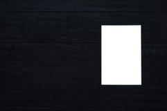 Vitbok på svart trä Arkivfoton