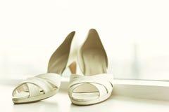Vitbröllop skor Royaltyfri Bild