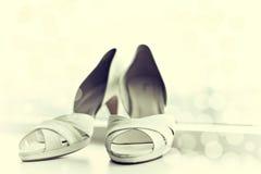 Vitbröllop skor Arkivbild