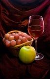 Vite e frutta Fotografia Stock Libera da Diritti