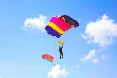 Vitebsk, Belarus - 2 août 2015 : parachutiste pendant la célébration du jour des parachutistes VDV le 2 août 2015 dans Viteb Images stock