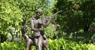 Vitebsk, Bielorrússia Monumento a Marc Zakharovich Chagall In Summer Sunny Day Era um artista Russo-francês Of Belarusian filme