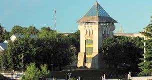 Vitebsk, Bielorrússia Torre medieval restaurada Duhovskoi Kruglik em Sunny Summer Day O zumbido, zumbe dentro video estoque