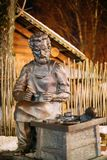 Vitebsk, Wit-Rusland Het beeldhouwwerk van Heilige Crispino is Katholieke Patroon Royalty-vrije Stock Foto's