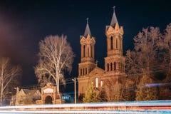 Vitebsk, Wit-Rusland Nachtmening van Oude Kathedraal van St Barbara On Background royalty-vrije stock afbeeldingen