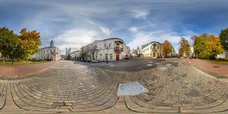 VITEBSK, WIT-RUSLAND - OKTOBER, 2018: Volledig naadloos panorama 360 van de hoekgraden mening op voetstraatplaats van oude toeris stock foto