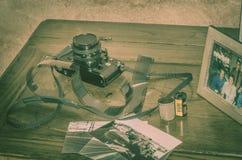 Viterbe Italie 16/03/2018 vieil appareil-photo analogue de canon avec des bandes des négatifs Images libres de droits