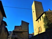 Viterbo, de stad van Pausen, Italië Oude gebouwen, toren en de hemel stock fotografie