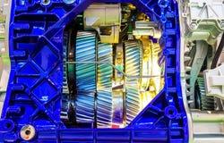 Vitesse à l'intérieur du moteur à combustion interne du plan rapproché de voiture photographie stock