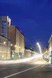Vitesse dans la ville de nuit. photographie stock libre de droits