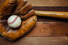 Vitesse de base-ball de vintage sur un fond en bois Photo libre de droits