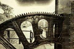 Vitesse de levage du pont-levis Photo stock
