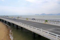 Vitesse de voiture sur le pont de yanwu Photos libres de droits