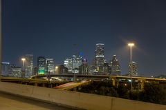 Vitesse du centre de nuit d'autoroute de Houston images stock