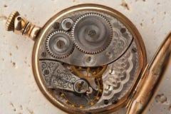Vitesses et élément fondamental d'une montre images stock