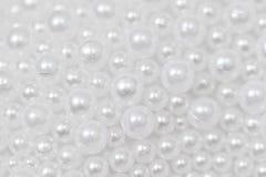 Vit pryder med pärlor Arkivfoto