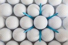 Golfbollar och utslagsplatser Royaltyfri Bild