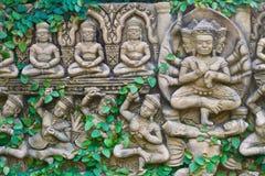Viticultura en la pared de la estatua de buddha Foto de archivo