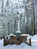 Vitkors (Bily Kriz) - kristen pilgrimsfärdplats i Beskidsen (Karpaty), gränserna av Tjeckien och Slovakien Fotografering för Bildbyråer