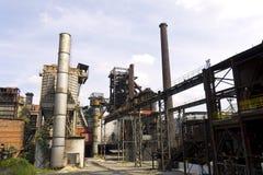 Vitkovice铁和钢厂和户外两个高烟囱 免版税库存图片