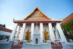 Vitkyrka i den forntida templet, Bangkok, Thailand Royaltyfri Fotografi