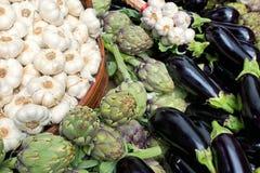 Vitlök, kronärtskockor och aubergines Royaltyfri Foto