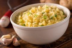 Vitlök mosade potatisar Arkivbild