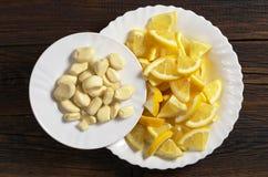 Vitlök och citron royaltyfri bild