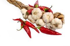 Vitlök och peppar för röd chili - varma kryddor Royaltyfri Foto