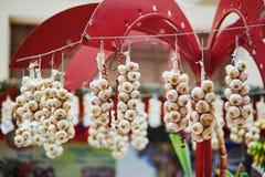 Vitlök på en bondemarknad Royaltyfri Foto