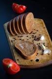 Vitlökbröd på gammal wood bakgrund Fotografering för Bildbyråer