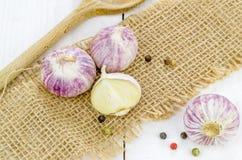 Vitlökkulor och peppar Arkivbild