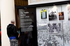 VITORS EN ARLINGTON CEMENTRY EN VIRGINA LOS E.E.U.U. imágenes de archivo libres de regalías
