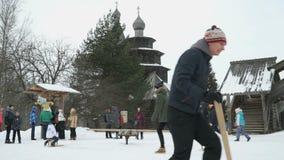 Vitoslavlitsy in Veliky Novgorod, Rusland in de winter stock videobeelden