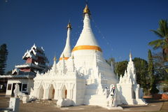 VitPagoda i Mae Hong Son Royaltyfri Bild