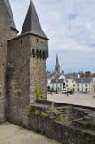 Vitré, Bretagna, Francia. Vista principale della città e del castello. Immagini Stock Libere da Diritti