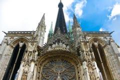 Vitrage de la catedral de Notre Dame en Ruán Imagenes de archivo