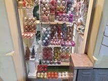 1 vitral com as decorações do Natal de todas as cores imagens de stock royalty free