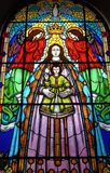 Vitral con adornos religiosos imagen de archivo libre de regalías