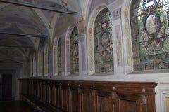 Vitral en el pasillo del coloquio de la iglesia de Florence Charterhouse, di Firenze de Certosa di Galluzzo Italia Fotos de archivo libres de regalías