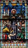 Vitral en la catedral de San Nicolás en Novo Mesto, Eslovenia foto de archivo libre de regalías