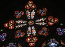 Vitral en Votiv Kirche la iglesia votiva en Viena Imagenes de archivo