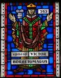 Vitral nos sem-fins - bispo Victor dos sem-fins Fotografia de Stock Royalty Free