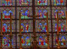 Vitral Notre Dame Paris France de las Edades Medias del altar Imágenes de archivo libres de regalías