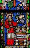 Vitral que representa el 7:35 de Leviticus del verso de la biblia fotos de archivo libres de regalías