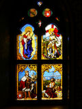 Vitral, ventana colorida con un tema cristiano Imagenes de archivo