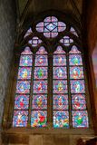 Vitral Windows em Notre Dame imagem de stock royalty free