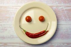 Vitrundaplatta med en smileyframsida Royaltyfri Bild